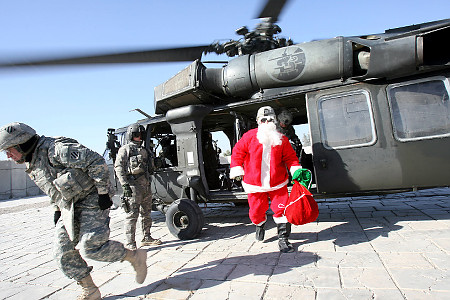 Santa unasses the helo