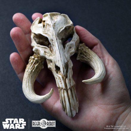 mythosaur-mandalorian-skull-sculpture-10-sq-a